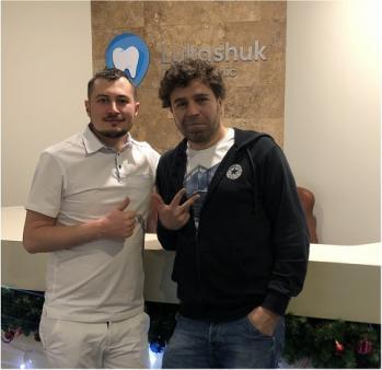 Терапевт Бабкин Артем Александрович с пациентом